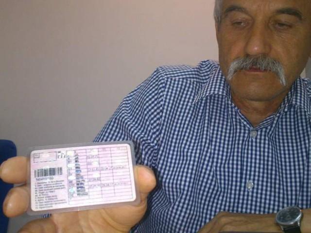 - Może gdy weryfikowano moje prawo jazdy po raz pierwszy, ten jeden dokument z egzaminem poprawkowym zagubiono? - zastanawia się Jerzy Cieśliński.