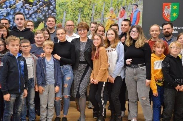 W konferencji prasowej poświęconej VI Lubuskiemu Sejmikowi Młodzieżowemu udział wzięli uczniowie z zielonogórskiej szkoły