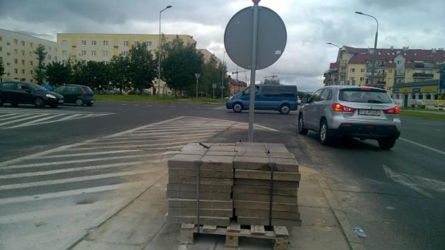 Na skrzyżowaniu są już pierwsze oznaki ruszającej przebudowy.
