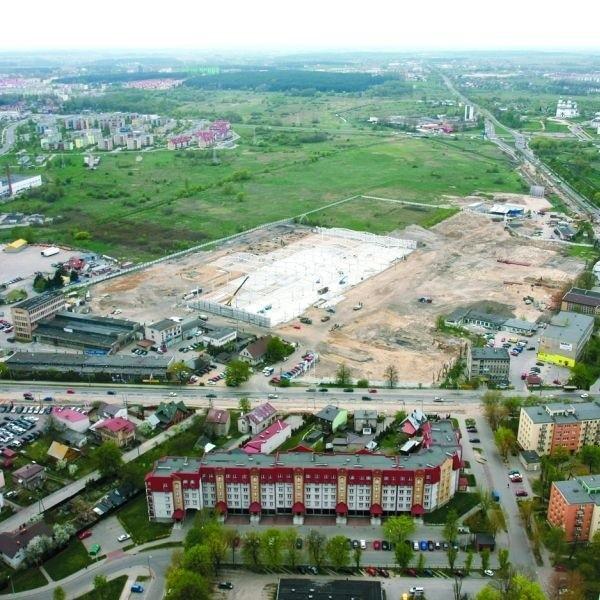 Na 12 hektarach terenu przy ul. Hetmańskiej najszybciej zostanie otwarty Auchan. Jako drugi ma być budowany Leroy Merlin.