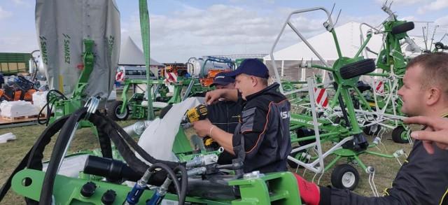SaMASZ podczas montowania stoiska na Agro Show