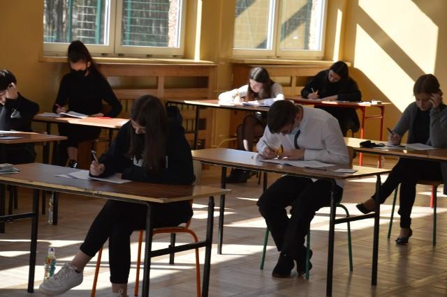 Uczniowie Szkoły Podstawowej numer 11  egzaminie