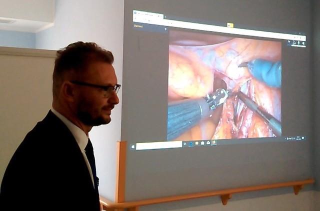 Zabieg lekarze ze Szpitala Wojewódzkiego przeprowadzili w ramach konferencji poświęconej leczeniu chorób nowotworowych. To element projektu transgranicznej współpracy ze szpitalem klinicznym w Grodnie