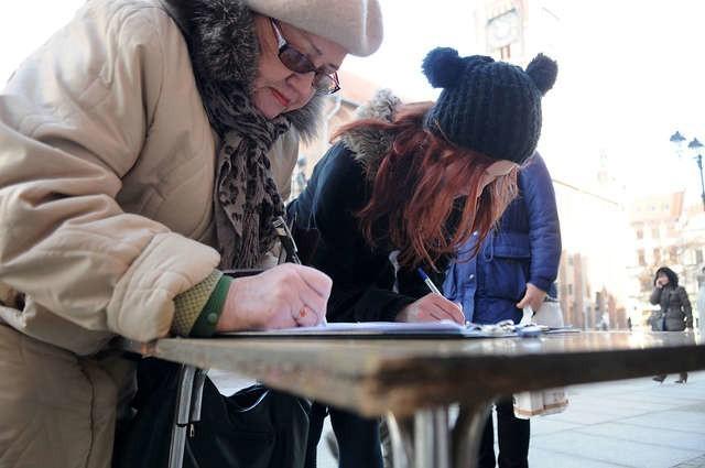 Przeciw likwidacji Domu Harcerza mieszkańcy podpisywali protest. Jak w roku podwójnych wyborów potraktują go radni, zwłaszcza PiS i SLD?
