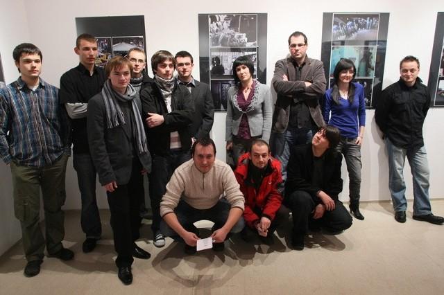 Członkowie Kieleckiego Stowarzyszenia Fotograficznego.