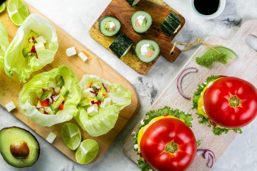 Obecnie jemy coraz mniej owoców i warzyw, które należą do...