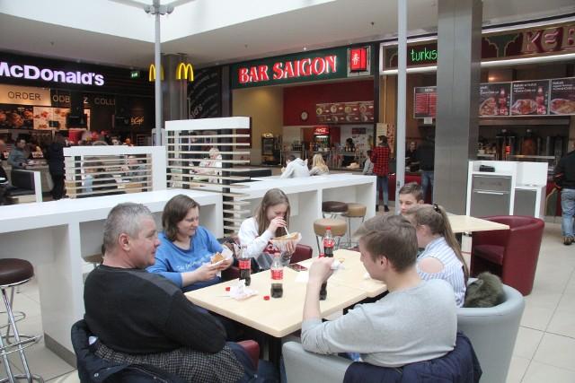 Wśród klientów strefy foodcourt spotkaliśmy na obiedzie rodzinę Grysów z Łagowa.