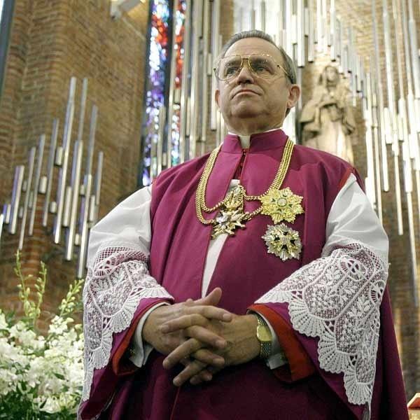 Ksiądz prałat Henryk Jankowski znany jest z zamiłowania do luksusowego życia.