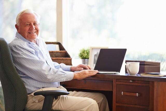 Emerytura Plus to dodatkowe pieniądze, jakie w 2021 roku dostaną emeryci i renciści. Trzynastka już wpłynęła na ich konta. Będzie jeszcze czternastka. Sprawdźcie ile wynoszą dodatkowe emerytury i jakie warunki trzeba spełnić, by je dostać.Sprawdźcie w naszej galerii ile wynoszą dodatkowe emerytury i jakie warunki trzeba spełnić, by je dostać.
