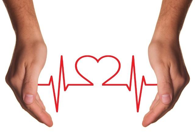 Arytmia serca to nieregularny rytm serca, który może prowadzić do poważnych powikłań, dlatego też nie należy jej bagatelizować.