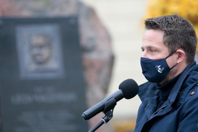 Prezydent Warszawy Rafał Trzaskowski dostał wezwanie od policji. Chodzi o naruszenie przepisów porządkowych