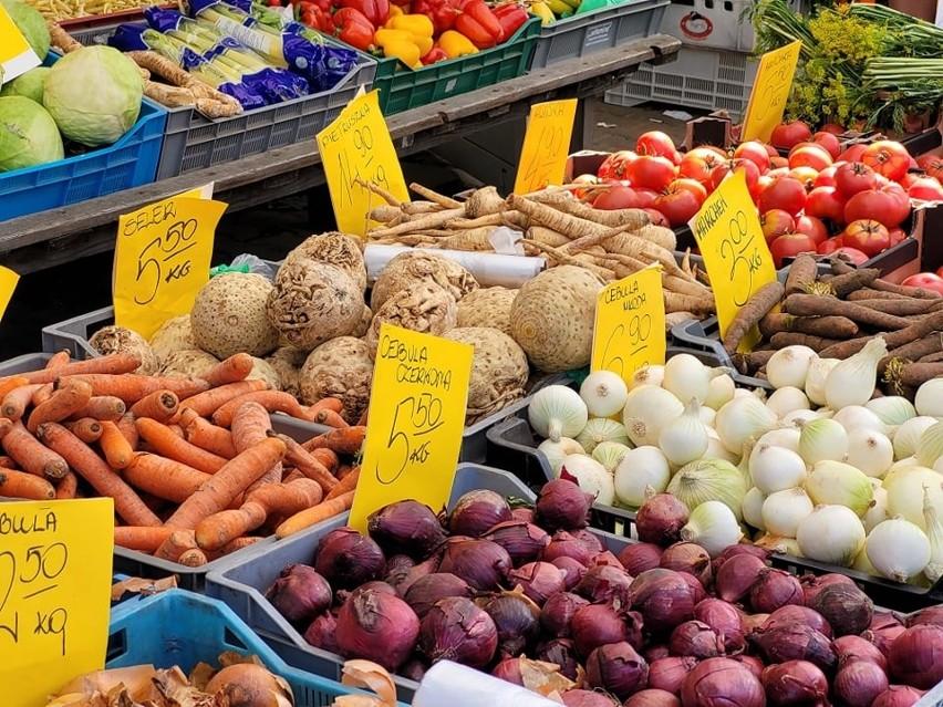 Na giełdzie można kupić polskie warzywa i owoce w...
