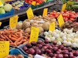 Giełda rolno-towarowa przy Andersa - 20 czerwca. Tutaj kupisz kwiaty, warzywa i owoce w cenach niższych niż w marketach