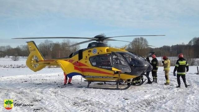 Strażacy z OSP Janów udzielili 22-latkowi pomocy i przygotowali do transportu helikopterem LPR