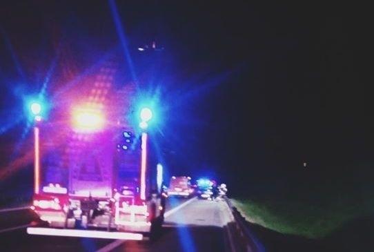 W niedzielę przed godziną 22 na krajowej siódemce w Świerczku zderzyły się trzy samochody osobowe.