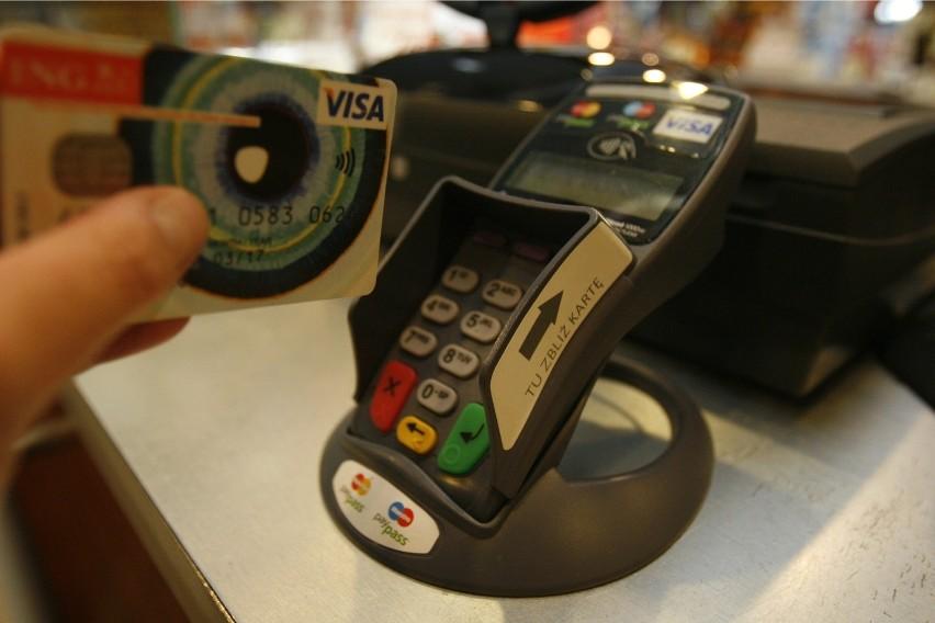 Płatność zbliżeniowa karta może niebawem stać się...