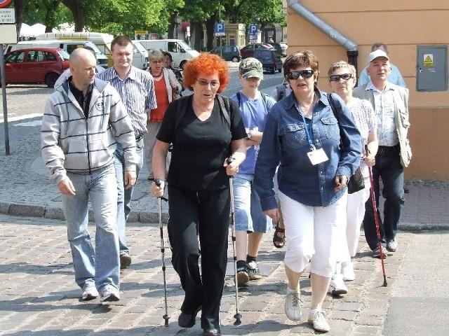 Na spacerek wyszli m.in. miłośnicy nordic walking