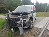 Wypadek na przejeździe kolejowym w Przysieczynie koło Wągrowca - samochód uderzył w szynobus