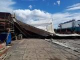 W Stoczni Marynarki Wojennej w Gdyni zawaliło się rusztowanie [zdjęcia]