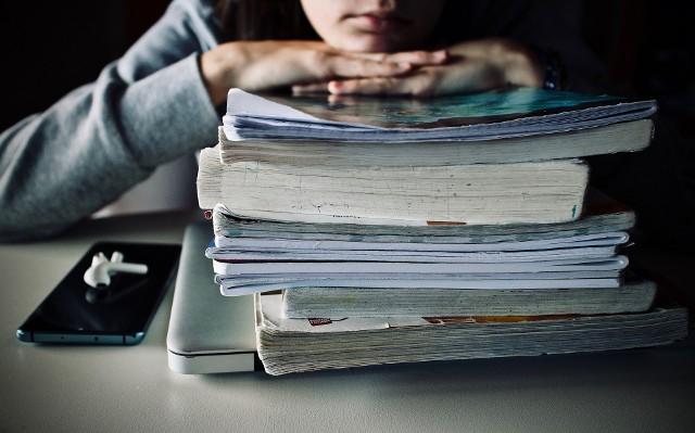 Wnioski o 300 złotych na wyprawkę szkolą dla ucznia, na rok szkolny 2021/2022, można składać do 30 listopada 2021 roku