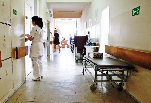 Większość  z kilkunastu pacjentów z przenoszonego w napiętej atmosferze oddziału kardiologicznego przewieziono karetkami do gmachu przy pl. Kaszubskim