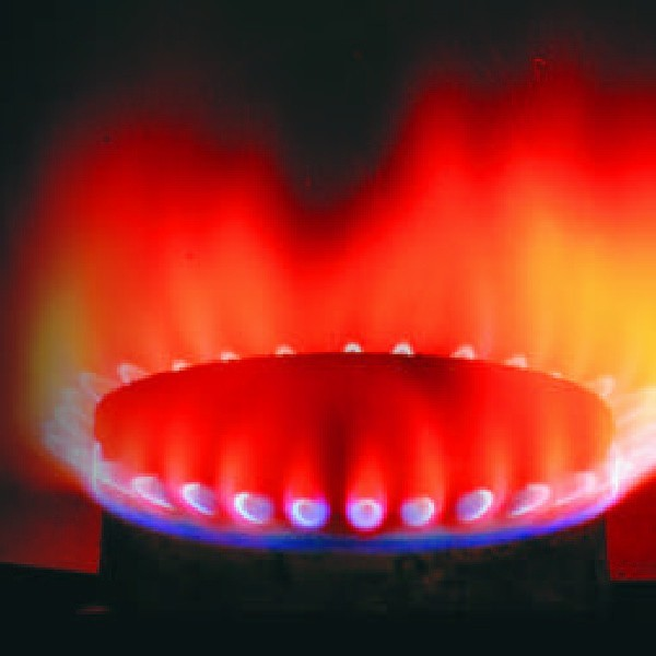 Jest bezbarwny i bezwonny, co czyni go bardzo niebezpiecznym. Jednak wydobyty na powrzchnię stanowi wydajny surowiec energetyczny.