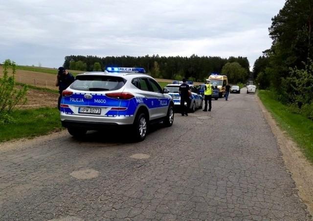 Mężczyzna wpadł w ręce policjantów, gdy próbował ukraść inny samochód, który był zaparkowany na poboczu drogi. Dzięki szybkiej reakcji właścicielki audi, 20-latek zdążył ukraść z jej samochodu jedynie nawigację.