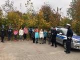 Policjanci z Komendy Powiatowej Policji w Kozienicach gościli uczniów szkoły podstawowej. Funkcjonariusze opowiedzieli o swojej pracy