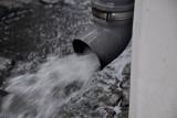 Kto i ile zapłaci za deszczówkę wg nowych przepisów Prawa wodnego?