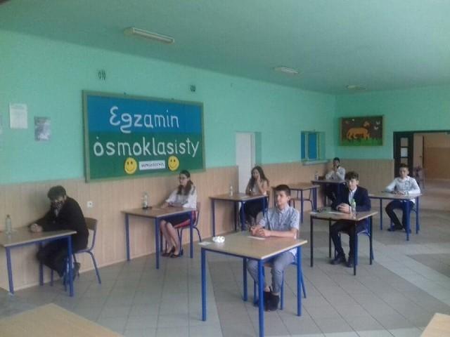 Tak wyglądał przełożony egzamin ósmej klasy w Publicznej Szkole Podstawowej w Gielniowie.