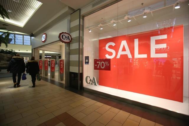 - Zamknięcie galerii handlowych w grudniu sprawiło, że sklepy z dnia na dzień podjęły decyzję o rozpoczęciu wyprzedaży aż z prawie 10-cio dniowym wyprzedzeniem- wylicza ekspertka.