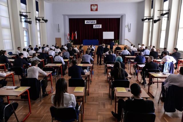 Matura 2018. - Absolwenci technikum mają, oprócz przedmiotów ogólnokształcących, całą gamę przedmiotów zawodowych, które wcale nie są łatwe - mówi szefowa OKE w Gdańsku