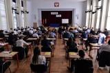 Wyniki matury 2018 na Pomorzu. Egzamin zdało zaledwie 77 procent maturzystów. Słabo poszły egzaminy maturalne z geografii i WOS