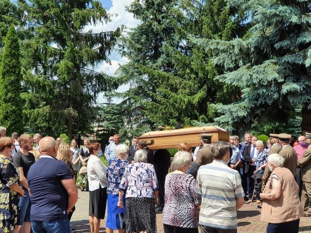 W ostatniej drodze Janowi Gareckiego towarzyszyli koledzy z Nadleśnictwa, ze szkolnych lat, mieszkańcy i samorządowcy.