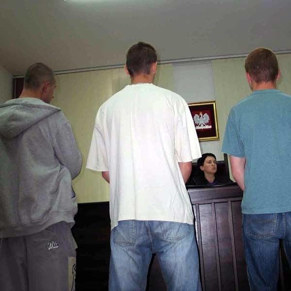 W czasie pierwszej rozprawy pięciu oskarżonych wystąpiło z wnioskiem o dobrowolnym poddaniu się karze.
