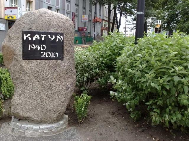 Głaz pamięci poświęcony ofiarom katyńskim w Koszalinie.