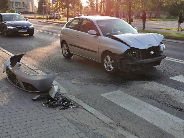 Do zdarzenia doszło w sobotę chwilę przed godz. 18. Kierująca seatem jadąc Wybrzeżem Marszałka J. Piłsudskiego w Przemyślu w kierunku centrum, uderzyła w tył volkswagena, za którego kierownicą siedziała inna kobieta. W groźnie wyglądającym zdarzeniu nikt nie został ranny. Zobacz też: Pieszy potrącony na przejściu w Przemyślu. Był pijany [ZDJĘCIA]