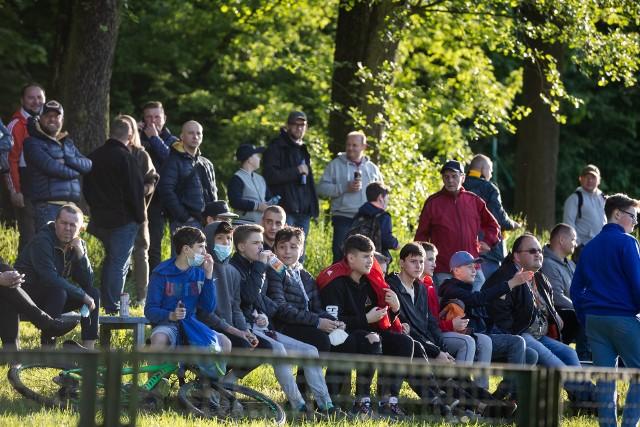 Kibice na meczu klasy okręgowej Borek Kraków - Wieczysta Kraków