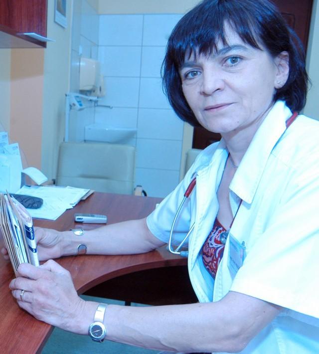 - Karmienie naturalne w okresie noworodkowo -niemowlęcym znacząco chroni nasz stan zdrowia w dalszych latach. Pokarm kobiecy ma właściwości ograniczające rozwój chorób związanych z miażdżycą - podkreśla kardiolog dziecięcy, lek. med. Jolanta Mazur.