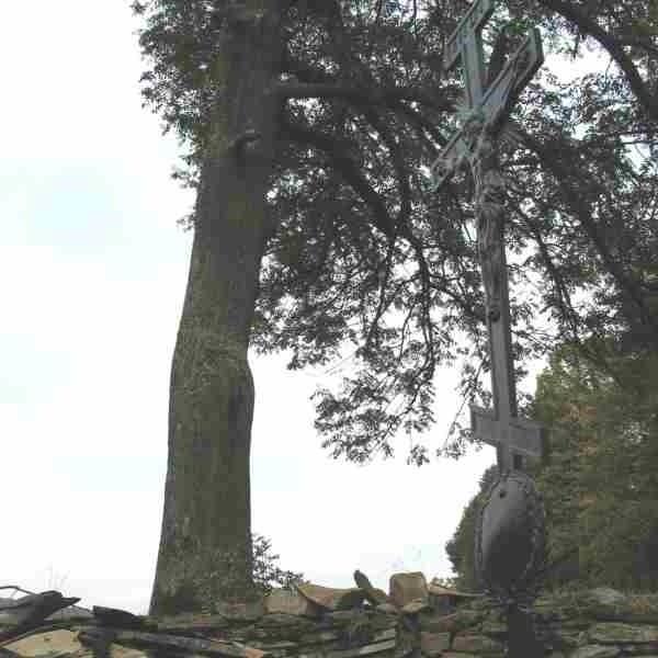Po pożarze na cerkwisku pozostały jedynie krzyże. Drewniana cerkiew w Komańczy, pochodząca z pocz. XIX w., spłonęła 13 września 2006 r. Konserwator zabytków zdecydował, że powinna być odbudowana w poprzednim kształcie. Koszt odbudowy szacuje się na około 1 milion złotych.