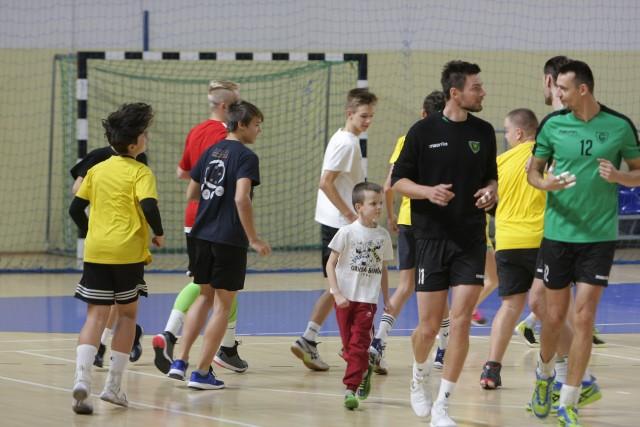Kibice GKS Katowice na treningu. Mogli pograć z zawodowcami
