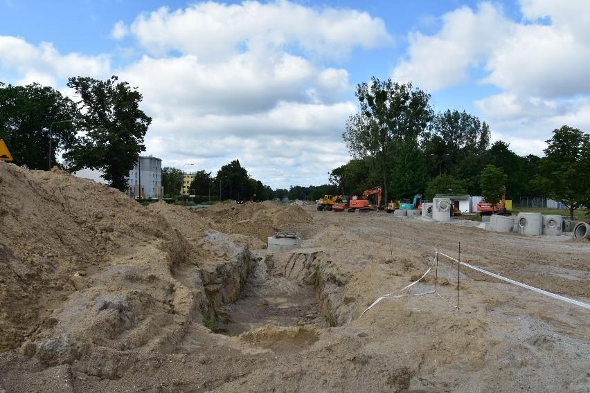Rozbudowa drogi krajowej nr 22 polega na zbudowaniu m.in....