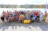 Rozpoczęcie sezonu morsowego w Morawicy. Mnóstwo osób zażywało kąpieli [ZDJĘCIA]