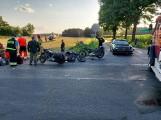 Łódzkie. Zderzenie dwóch motocykli i osobówki. Interweniowało Lotnicze Pogotowie Ratunkowe