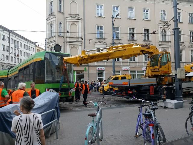 Na Al. Marcinkowskiego doszło do wykolejenia tramwaju MPK Poznań linii 23.