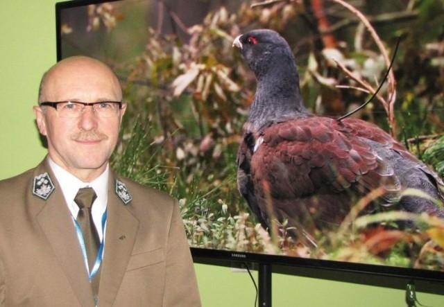 – Każdemu życzę, aby takiego pięknego ptaka mógł kiedyś w lesie spotkać – mówi nadleśniczy Tadeusz Wilczyński.