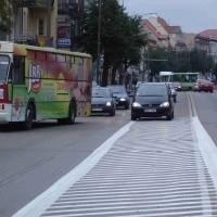 Mimo że białe linie pojawiły się na początku minionego tygodnia, to kierowcy jeszcze o nich zapominają.