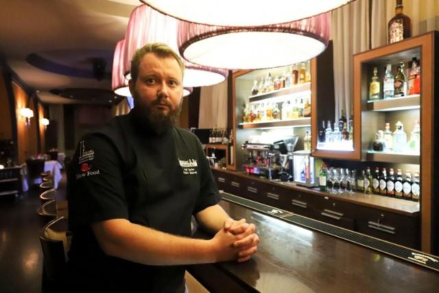 Jak zapowiada Łukasz Rakowski, szef kuchni restauracji Hotelu Cristal, wtorkową kolacją degustacyjną  nawiąże do nagrody jaką jest kieliszek magazynu Wine Spectatora oraz zapowie swoją nową kartę z premierowymi daniami.