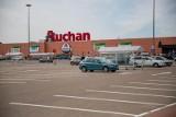 Auchan otwarty w każdą niedzielę. Też jest placówką pocztową