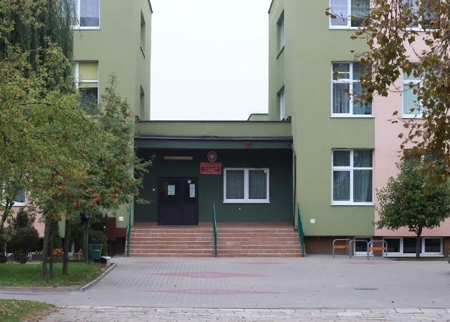 W trybie mieszanym pracuje także jedna klasa z Publicznej Szkoły Podstawowej numer 24 w Radomiu.